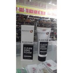Sữa rửa mặt than hoạt tính sạch nhờn trị mụn dưỡng mềm da trắng mịn Beauskin Black Pure Cleansing Foam, Hàn Quốc 180 ml